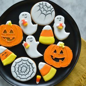17 Halloween Sugar Cookie Ideas You Can Actually Do Yourself #halloweensugarcookies