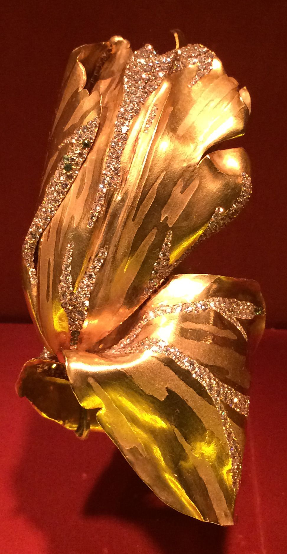 Parrot Tulip Bracelet, Diamond, garnet, gold, JAR Paris, 1994. Photo by Cheryl Kremkow.