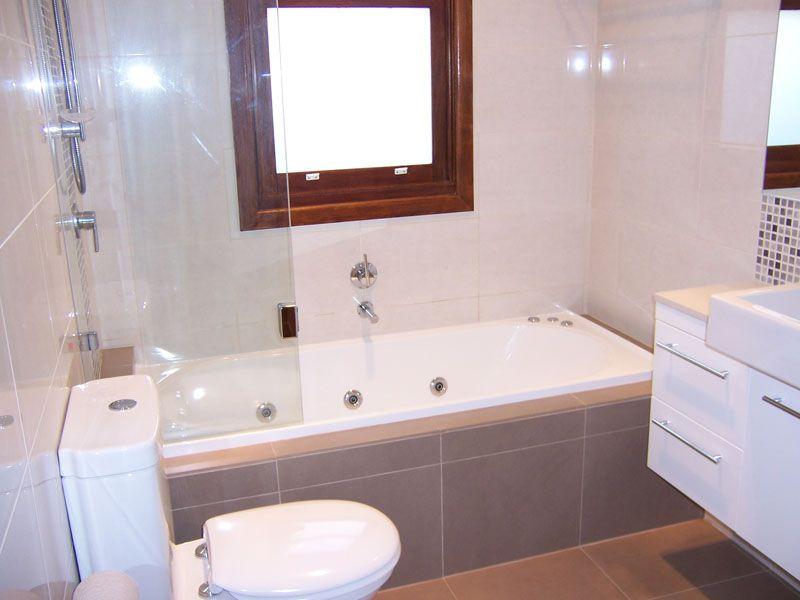 Shower Over Spa Bath 800×600 Pixels