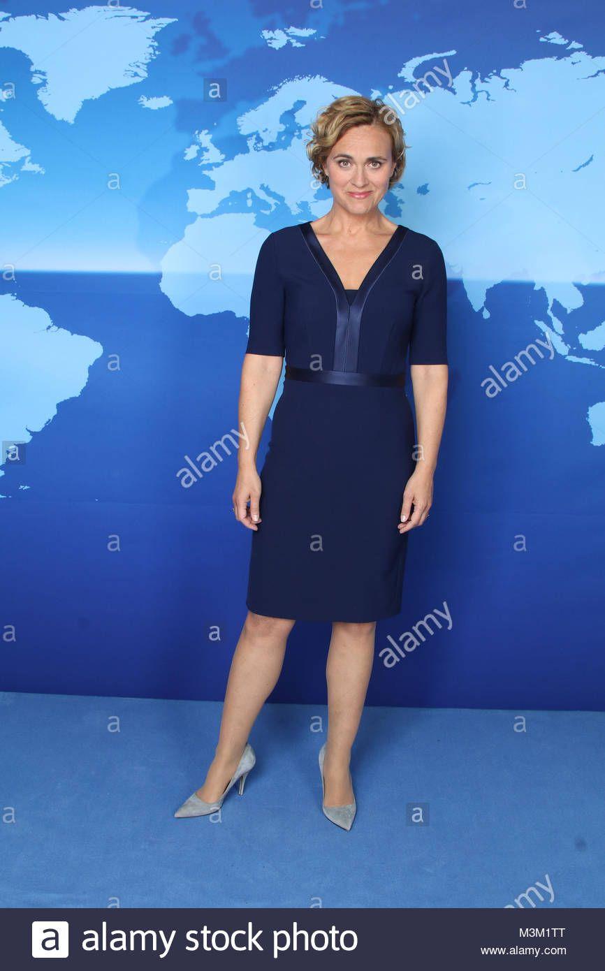 Caren Miosga Tagesthemen Moderatoren Hamburg 20 10 2016 Blaues Kleid Mit Satin Einsatzen Anziehsachen Blaues Kleid Kamilla Senjo