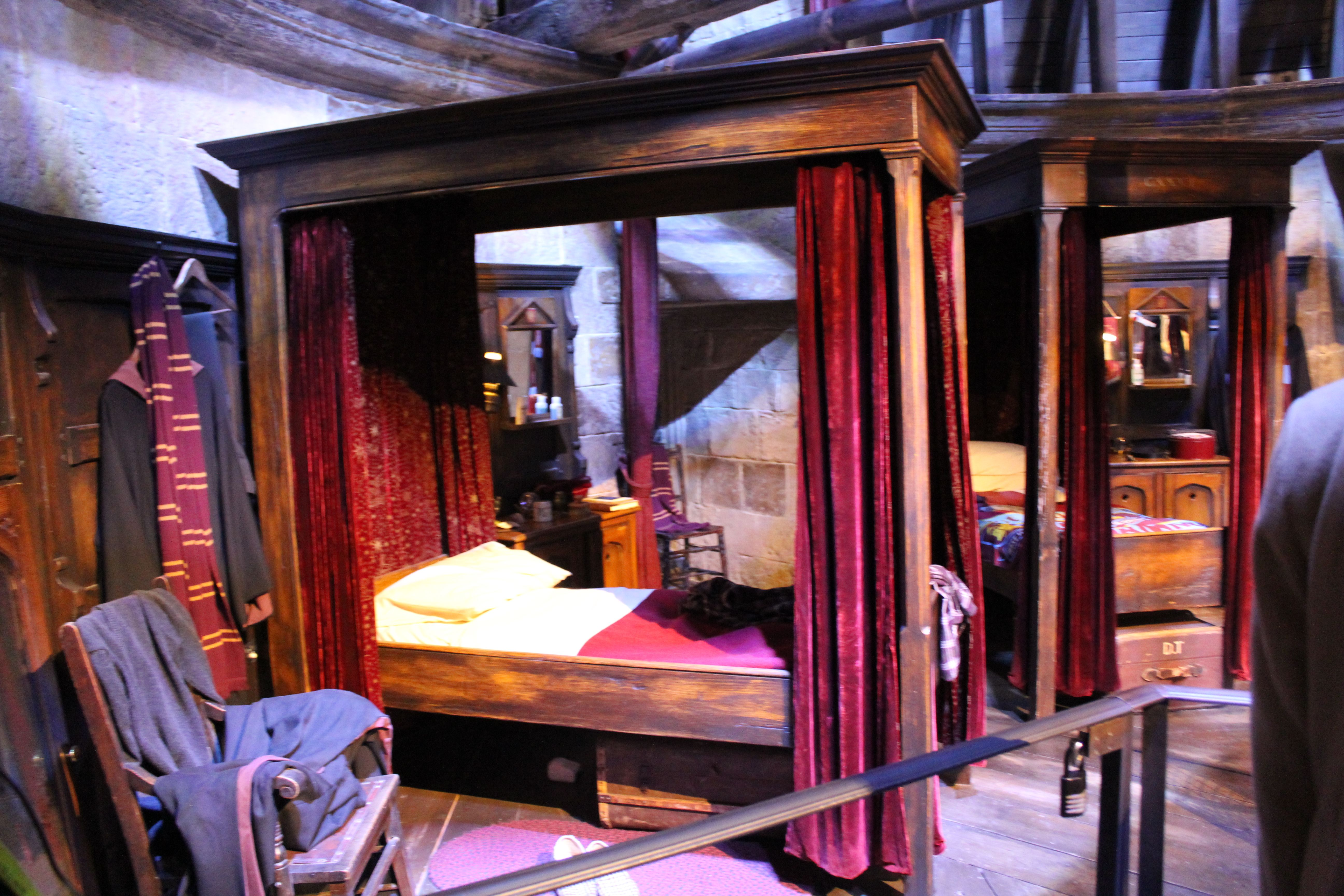 La chambre d 39 harry potter et de ses camarades plus d for Chambre harry potter