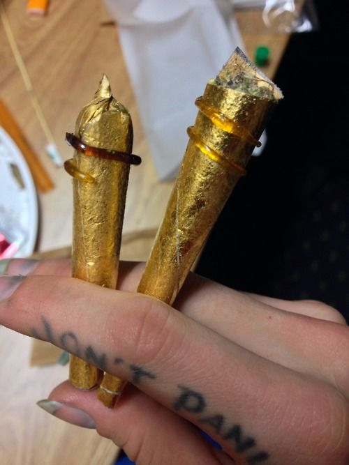 shesmokesjoints:  The amazing johannesnw and I twaxed out these...  - http://potterest.com/pin/shesmokesjointsthe-amazing-johannesnw-and-i-twaxed-out-these/