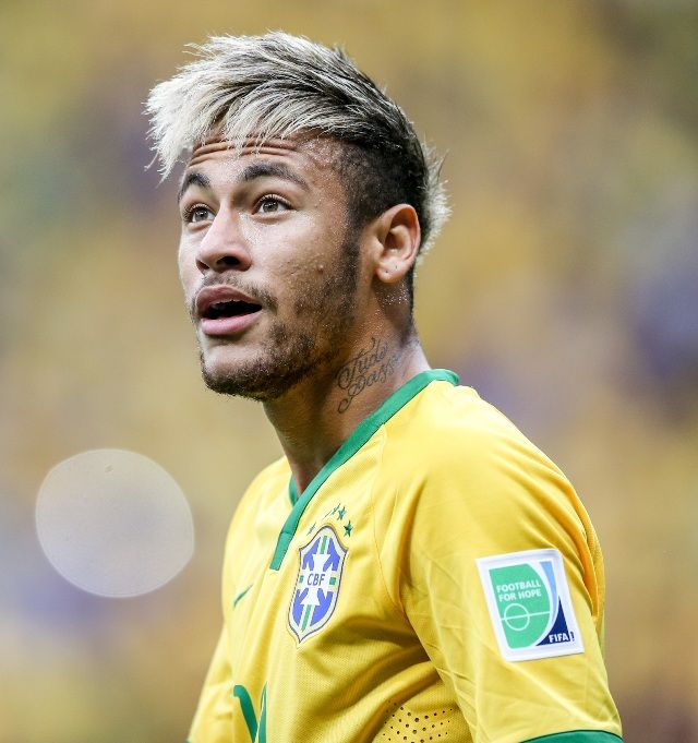 The 10 Strangest Soccer Player Hairstyles Of The 2014 World Cup Soccer Player Hairstyles Soccer Players Neymar