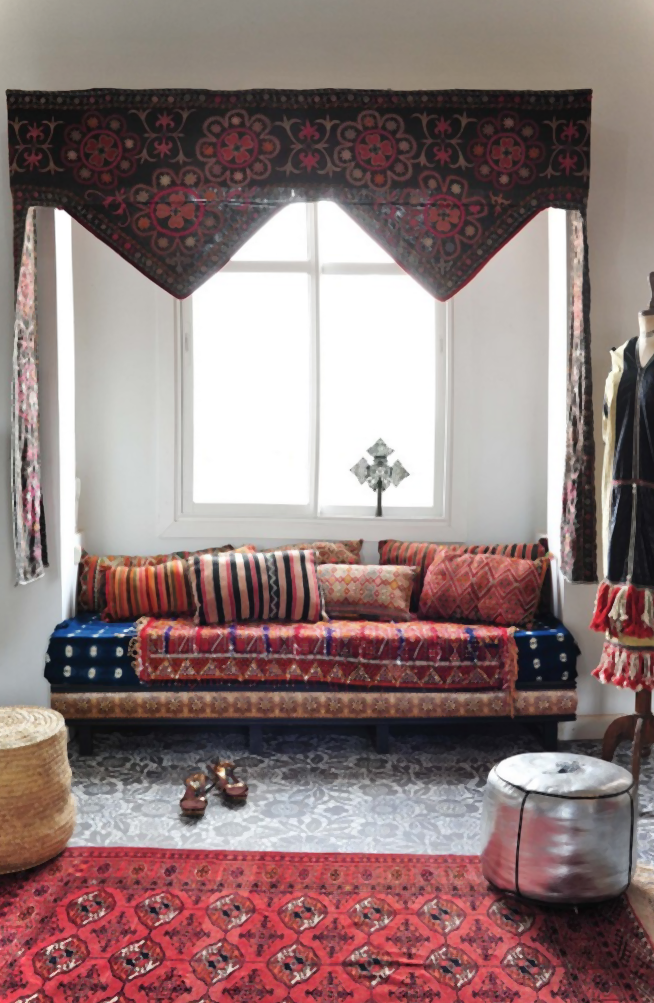 Living Room Designs Indian Style: Window Seat/alcove With Curtains At The Front.