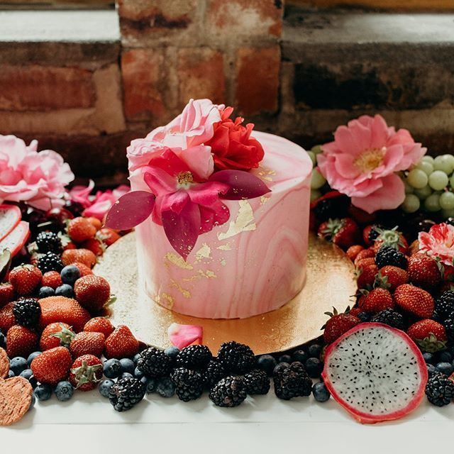 Perfect Grazing table for a Sunday brunch !  Photo @naomie.photographie  Cake @orderplato  #weddingphotography #weddingdreams #dreamcake #bestweddingever #cutestcake #montrealbride #bridetobe #bohobride #quebecbride #weddinginspiration #diybride #bohowedding #sweettable #weddinginspiration #montrealwedding #montreal #pinterestwedding #montreal  #wedding #love #baragourmandises #donutstation #weddingsetup #quebecbride #montrealbride #montrealwedding #pinterestwedding