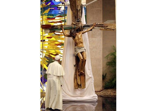 Pope Francis donates to Lampedusa a crucifix gifted to him by the Cuban leader Raul Castro that is crafted from oars to symbolize the reality of migrants crossing the sea. #cubanleader Pope Francis donates to Lampedusa a crucifix gifted to him by the Cuban leader Raul Castro that is crafted from oars to symbolize the reality of migrants crossing the sea. #cubanleader Pope Francis donates to Lampedusa a crucifix gifted to him by the Cuban leader Raul Castro that is crafted from oars to symbolize #cubanleader