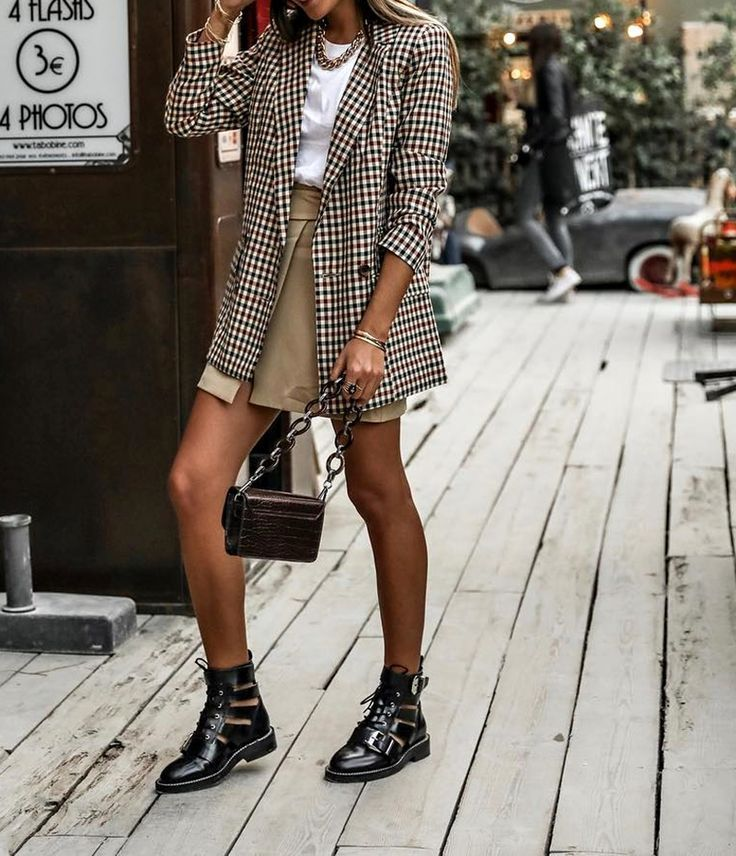 plaid blazer, white tee shirt, black boots – casual fall outfit, winter outfit, …  – Inspirations mode femme