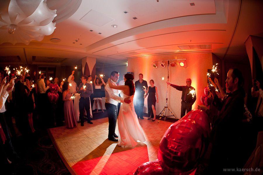 So Fotografiert Man Einen Hochzeitstanz Sehr Stimmungsvoll Spanische Hochzeit Hochzeit Hochzeitsfotograf