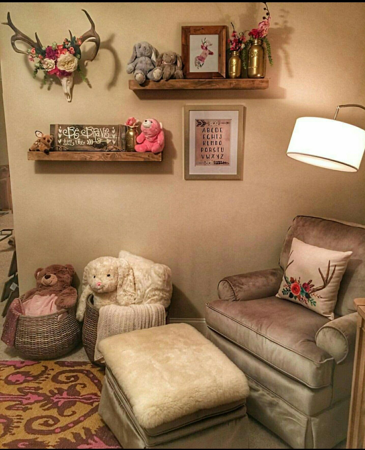 Girly vintage zimmer dekor eva shockeyus nursery  baby love  pinterest  baby nursery and