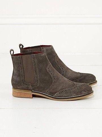 casual footwear, Chelsea boots