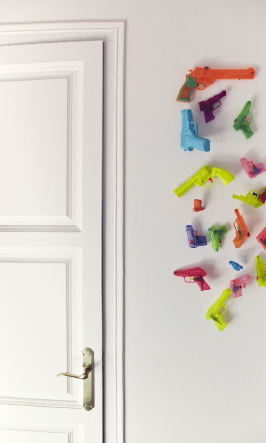 Nice Pistolets Plastique Chambre Enfant Maison Barcelone Kathleen Jan Boonen