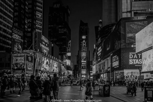 Porty's Diary: 52 Week Photo Challenge Week 13/52 Photo details: Location: Times Square, NYC Settings: Sony a5100, ISO125, 16mm, f/4.0, 1/60s #sonya5100 #mirrorless #camera #NYC #Manhattan #city #TimesSquare