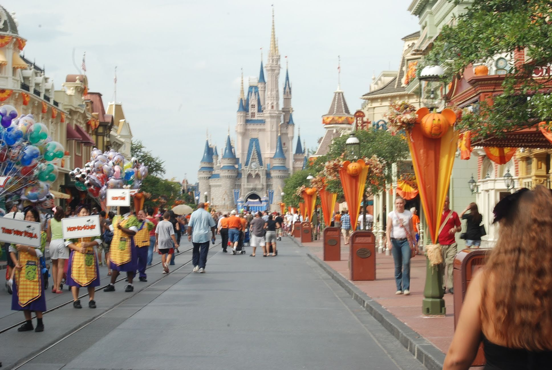 Walking Main Street U. Virtual Disney World