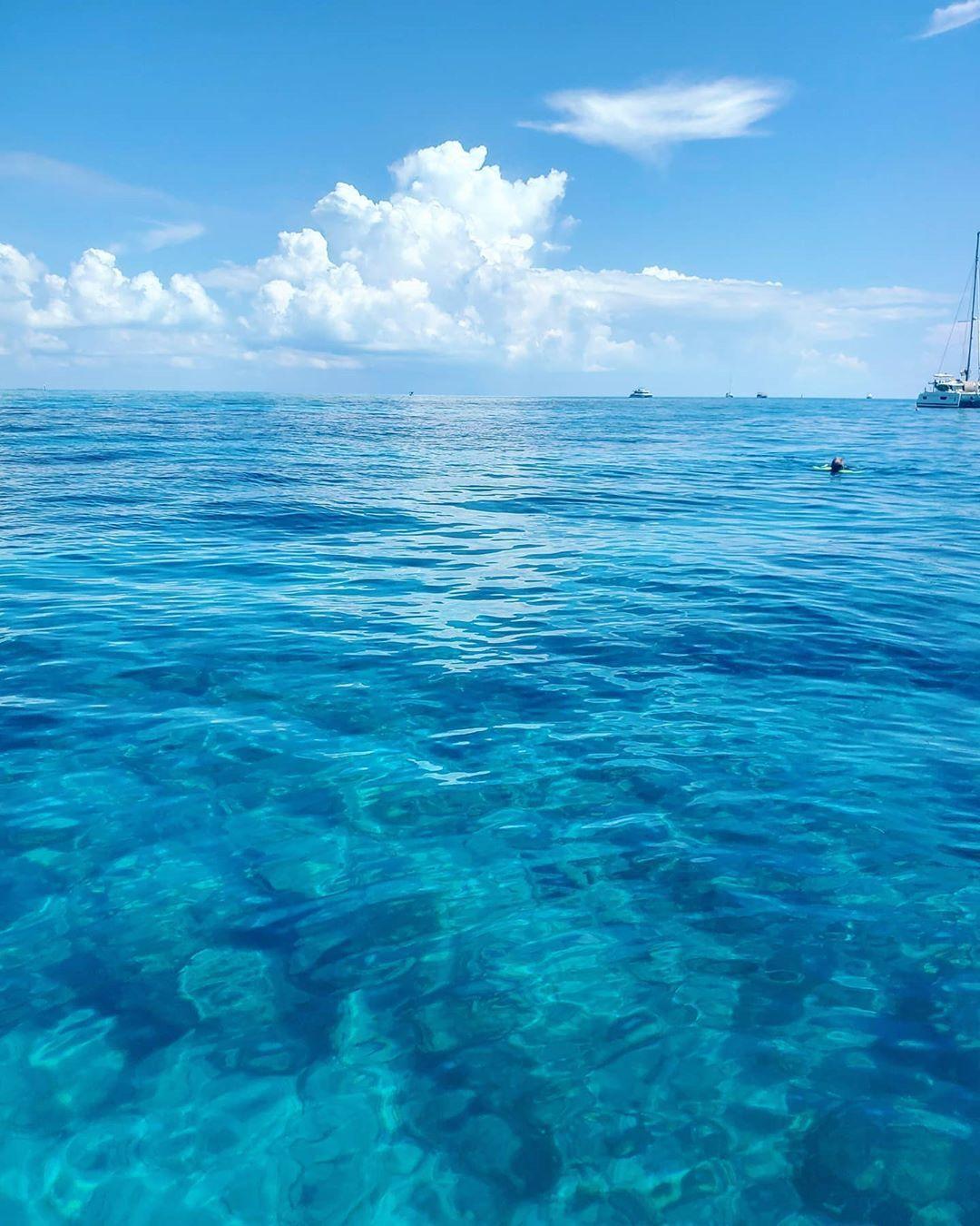 "key West Locals on Instagram: ""Fri-yayyyyyyy! Let the weekend begin!! 🌊🥂 . . . #keywest #ocean #pictureperfect #thelocallifekw #floridakeys"""