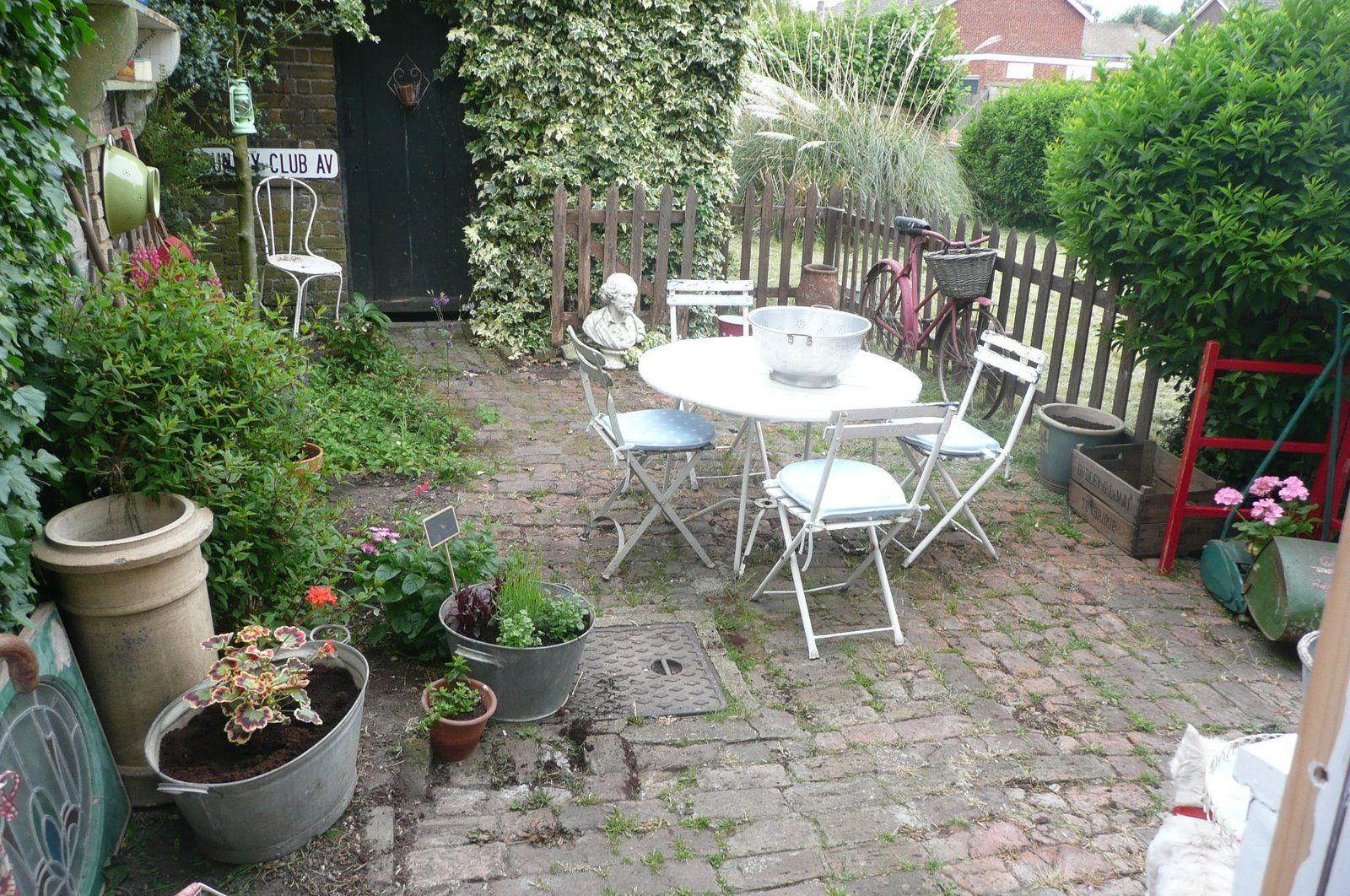 Happy loves Rosie\'s English garden | GARDEN ORNAMENT/GARDEN DECOR ...