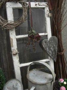 Photo of einen alten Suppenschöpfer hab ich mit Hauswurz bepflanzt….. das Herz  aus einem alten Stadelbrett ausge…   Wohnen und garten, Garten deko, Moderne gartenentwürfe