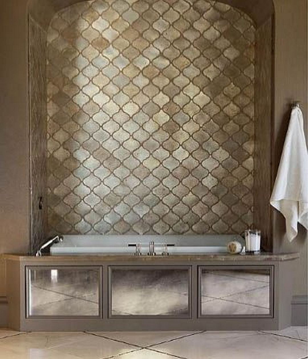 38 beautiful fish scale tile bathroom ideas fish scale tile for Fish scale tiles bathroom