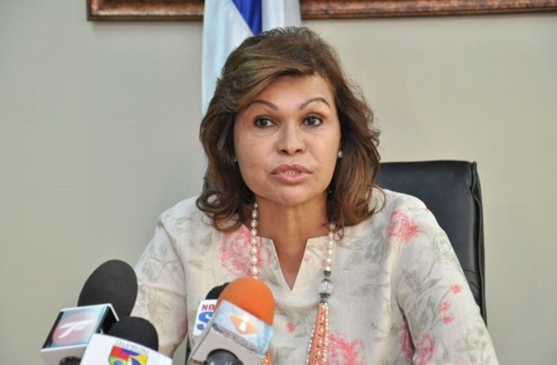 nice Senadora dice no ha dejado candidatura, pero la pone a disposición del CP