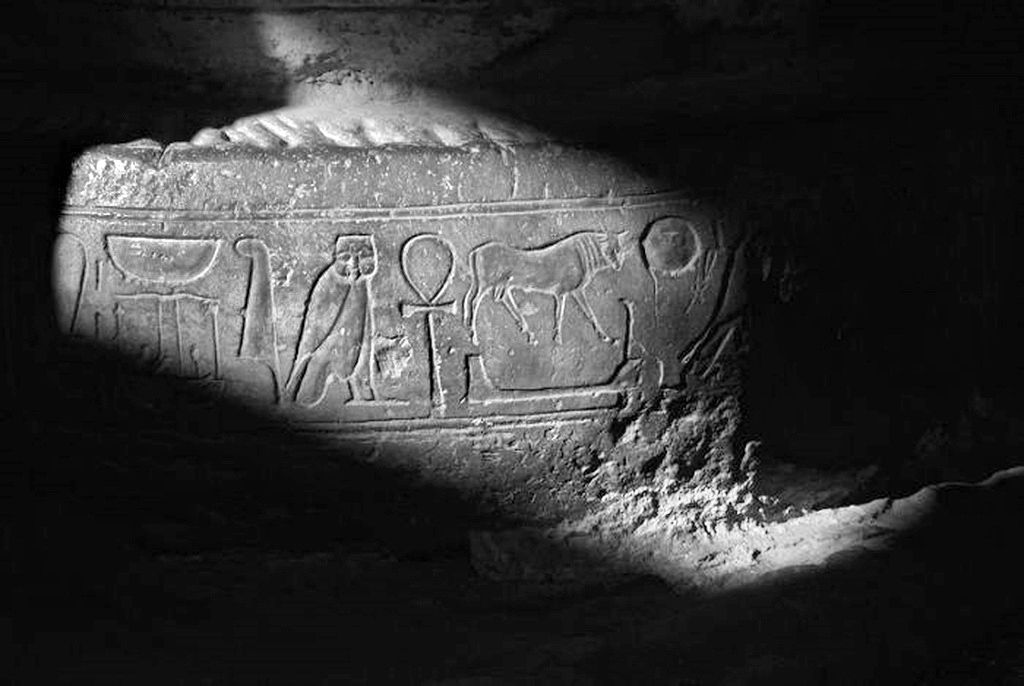 The Egyptian Theben Desert Portfolio: Medinet Habu - The Mortuary Temple of Ramses III