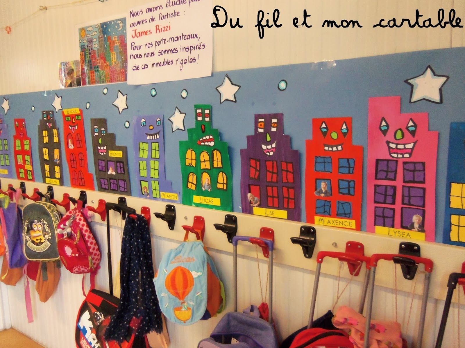 Du fil et mon cartable d coration porte manteaux james for Idee decoration porte de classe