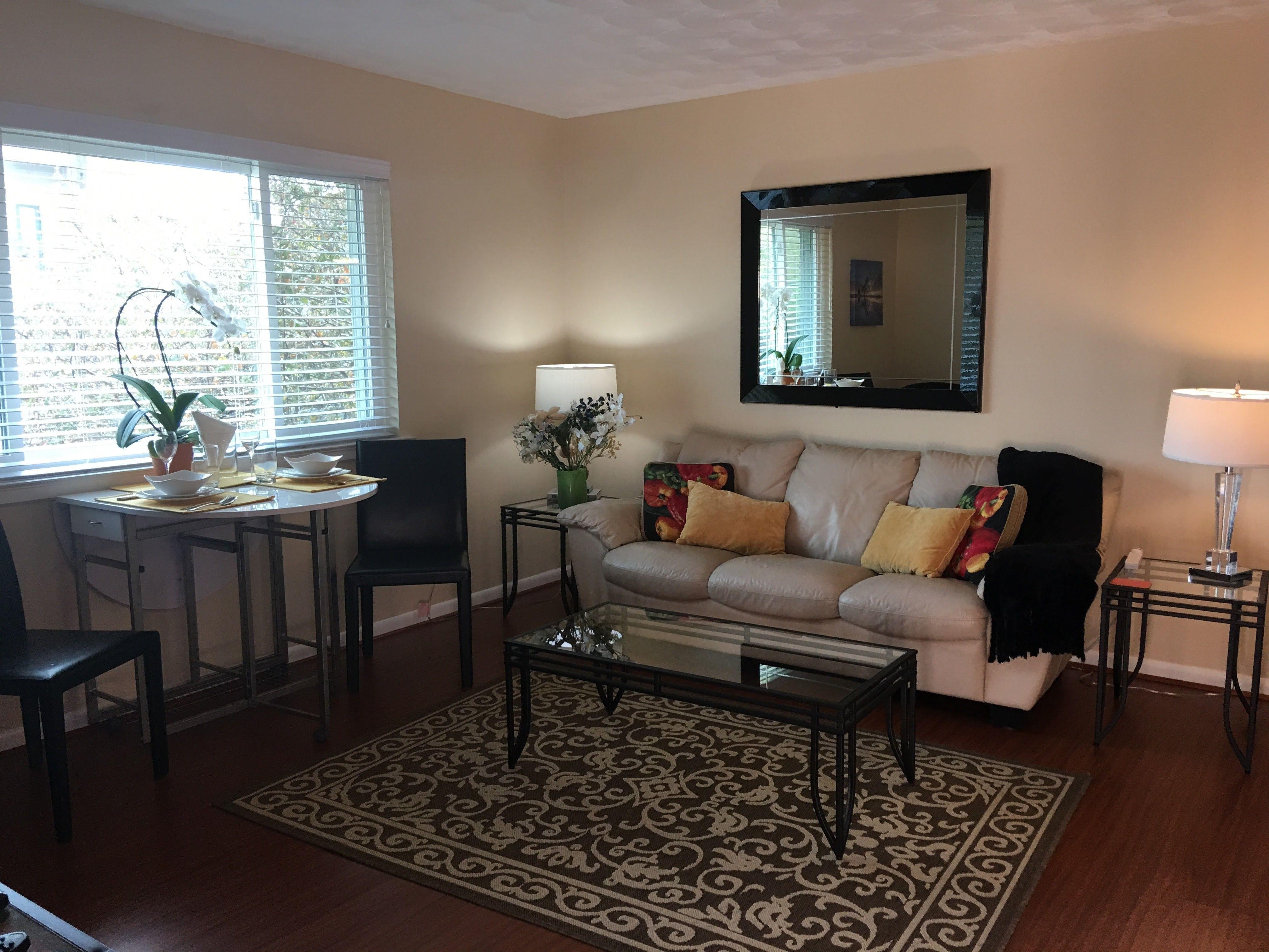 Best Apartments Rentals In Uptown Dallas Affordable Apartments Cool Apartments Small Cozy Apartment