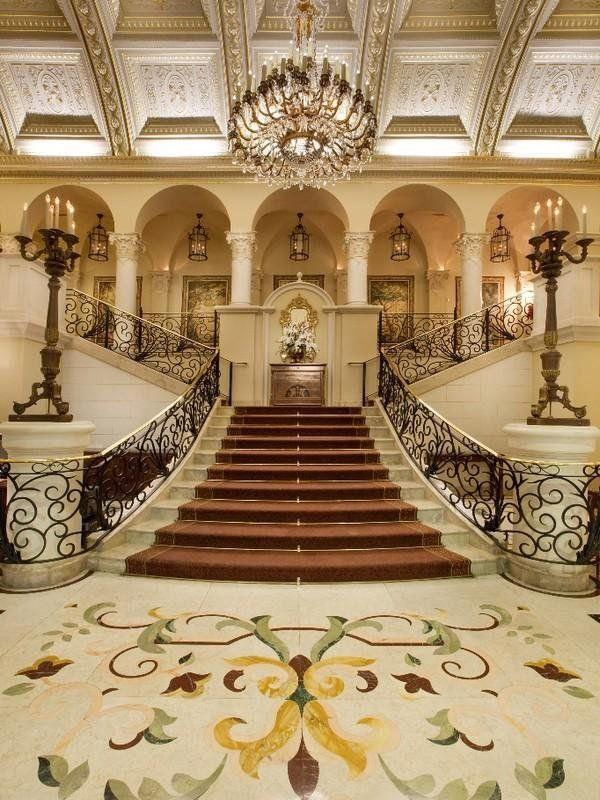 19 Excellent Ideas For Decorating Entrance Staircase With Luxury Touch #decorationentrance