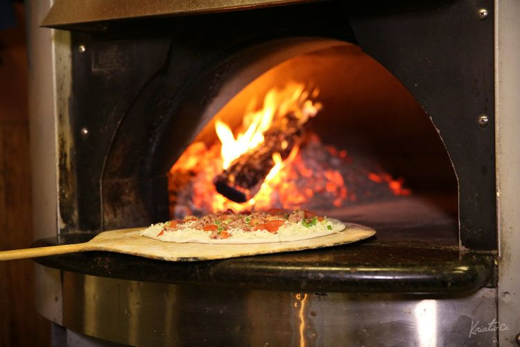 Are You Ready To Taste One Of Connecticut S Best Pizzas Fire