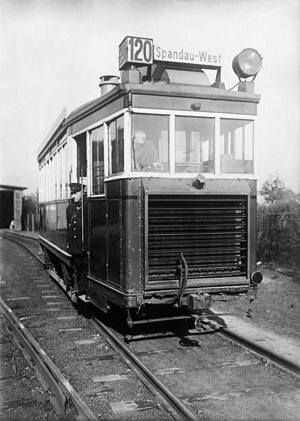 berlin 1932 benzoltriebwagen der spandauer strassenbahn zwischen spandau west und hennigsdorf. Black Bedroom Furniture Sets. Home Design Ideas