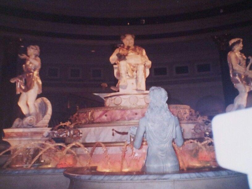 Caesars Palace Shops Bacchus Talking Statues Show In The 1990 S Palace Shop Caesars Palace Bacchus