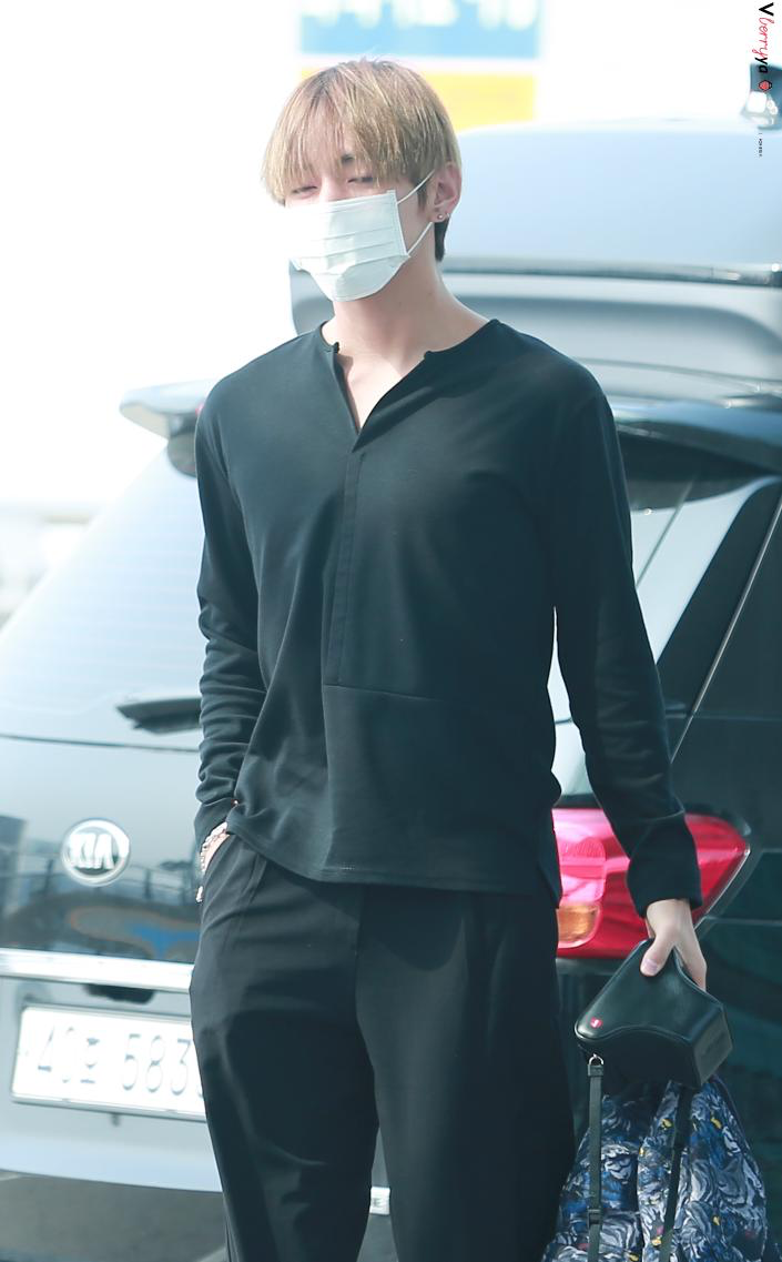 taehyung-outfit-all-black2