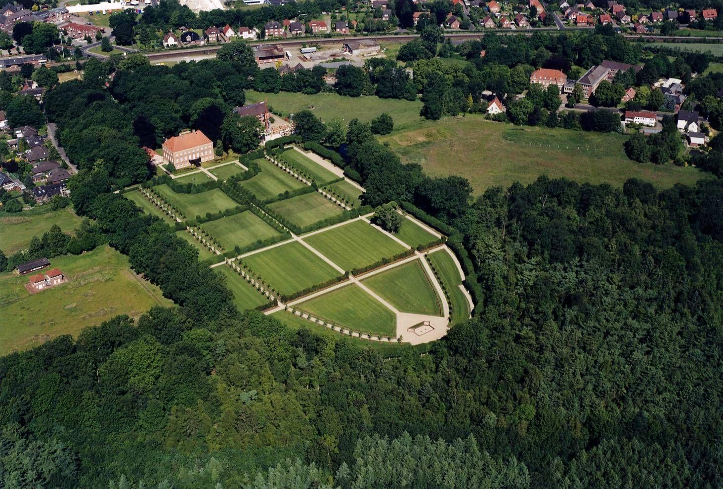 Gut Altenkamp In Niedersachsen Mit Rekonstruiertem Barockpark Familie Von Velen Germany Castles Dolores Park Park