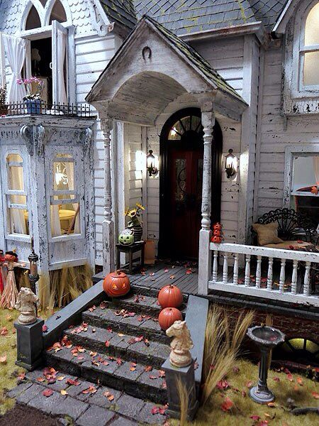Haunted DollHouse Inspiration... Nice close up love the details