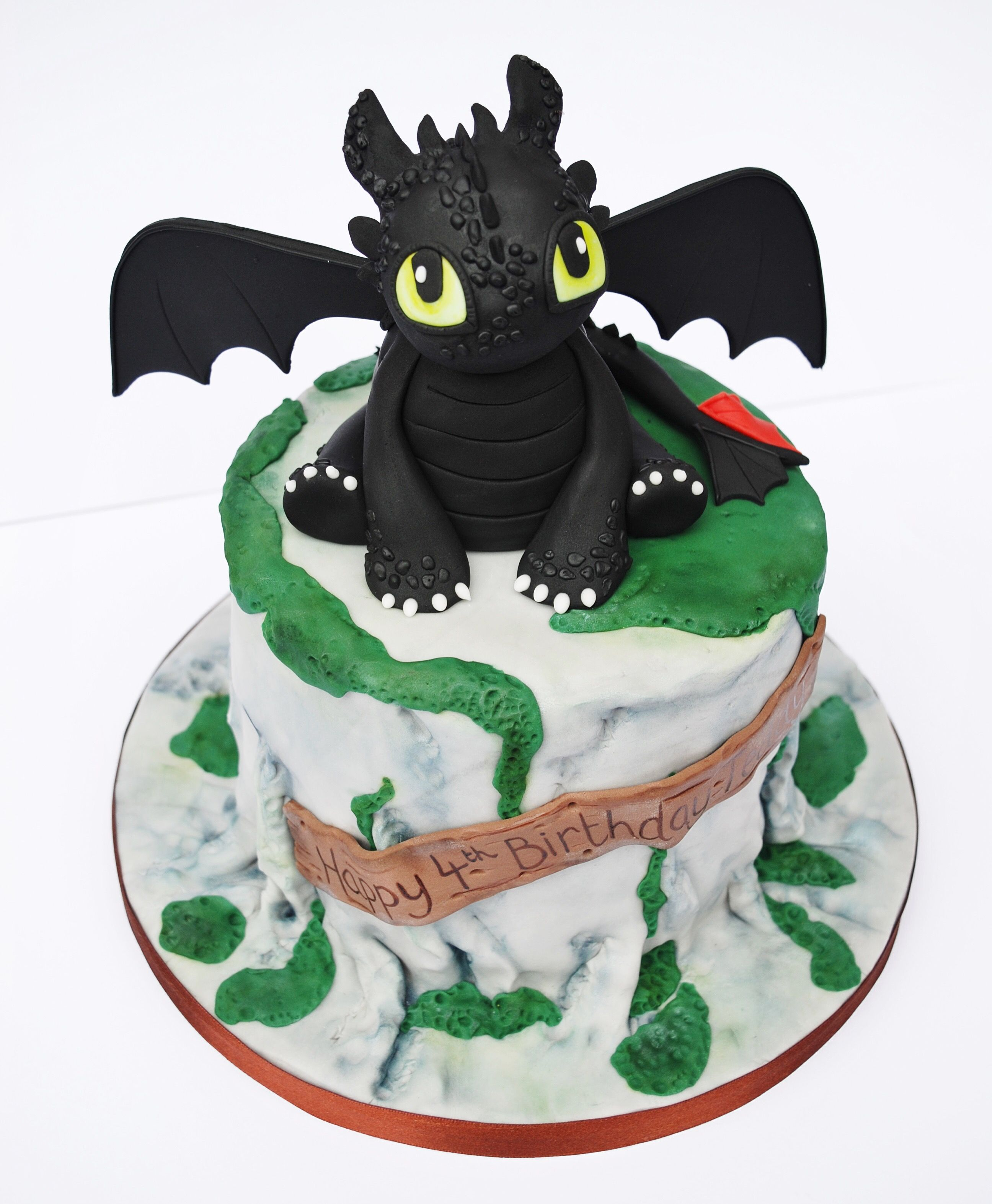Awesome Toothless Cake How To Train Your Dragon Dragon Cakes Toothless Personalised Birthday Cards Beptaeletsinfo