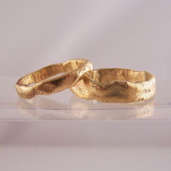 organic gold wedding ring set