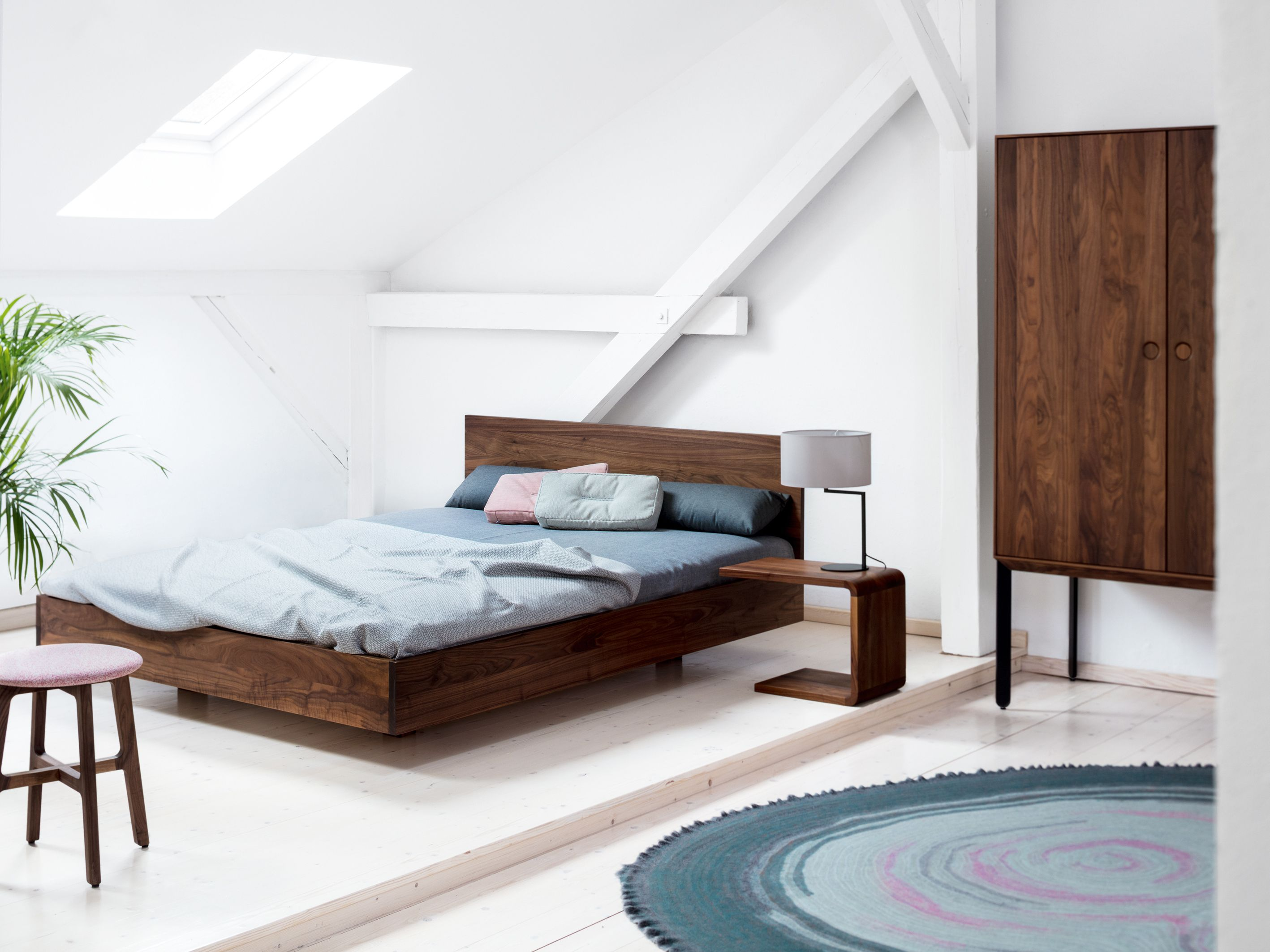 Sleeping room under the roof with SIMPLE HI by Formstelle and KIN