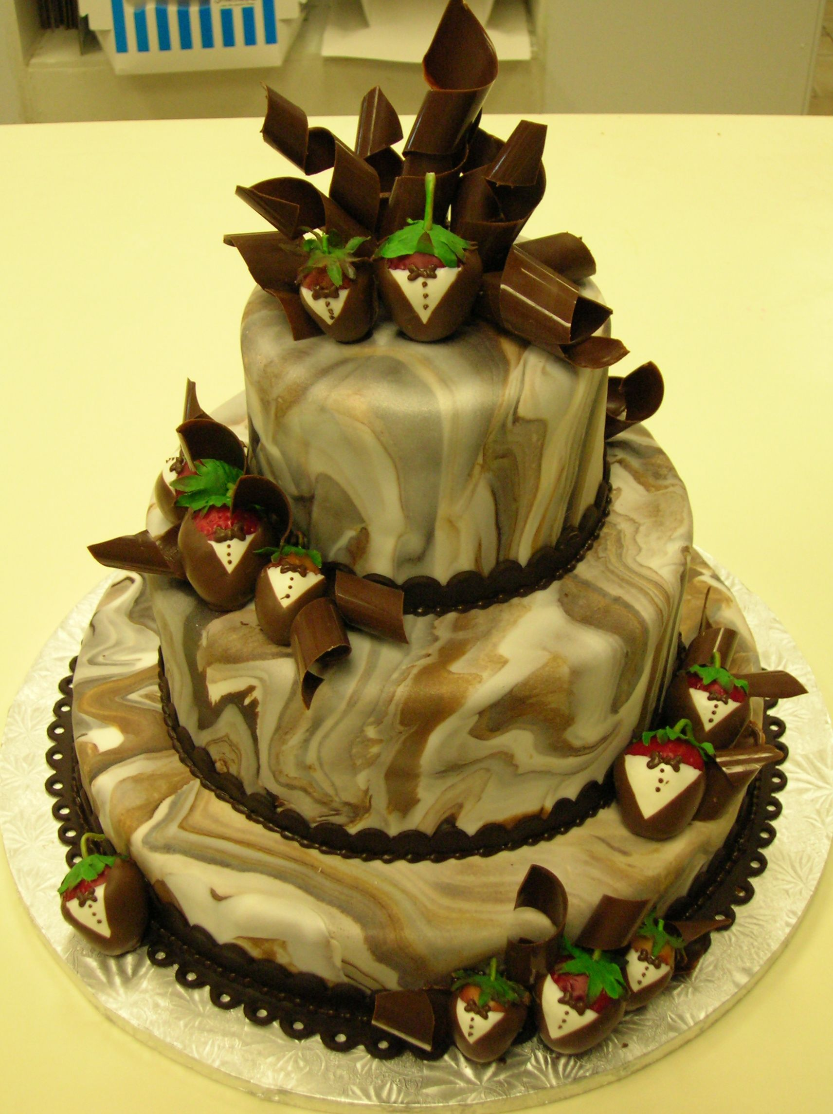 I\'m not a fan of camo, but if I had to do a cake with it, this looks ...