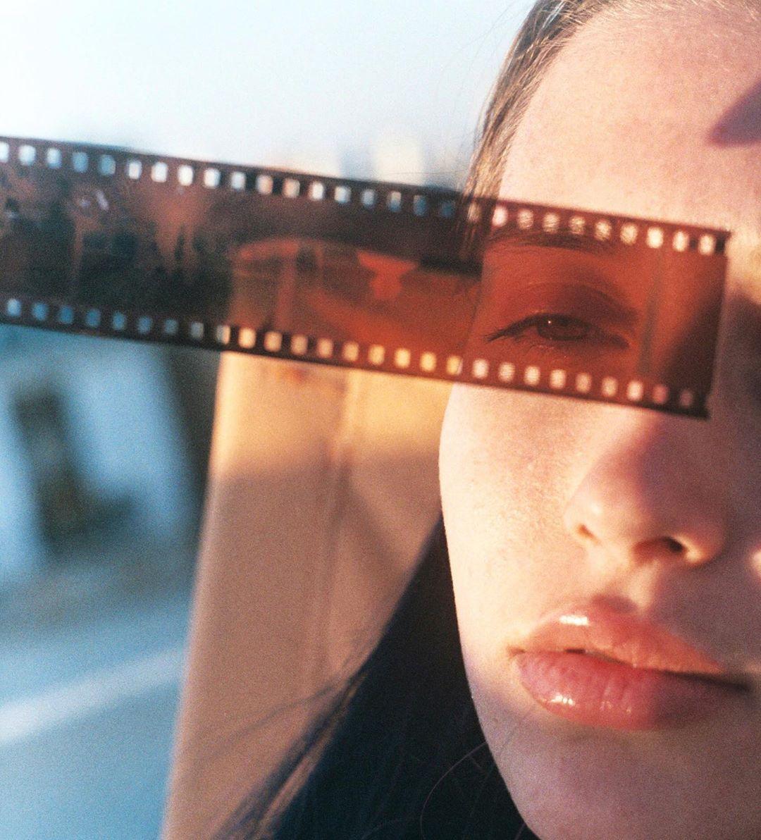 Яичница или омлет? . . . . . . #broadmag #rentalmag #film #35mm #kodak #portraitfotography #kodakportra #portrait #verybusymag…