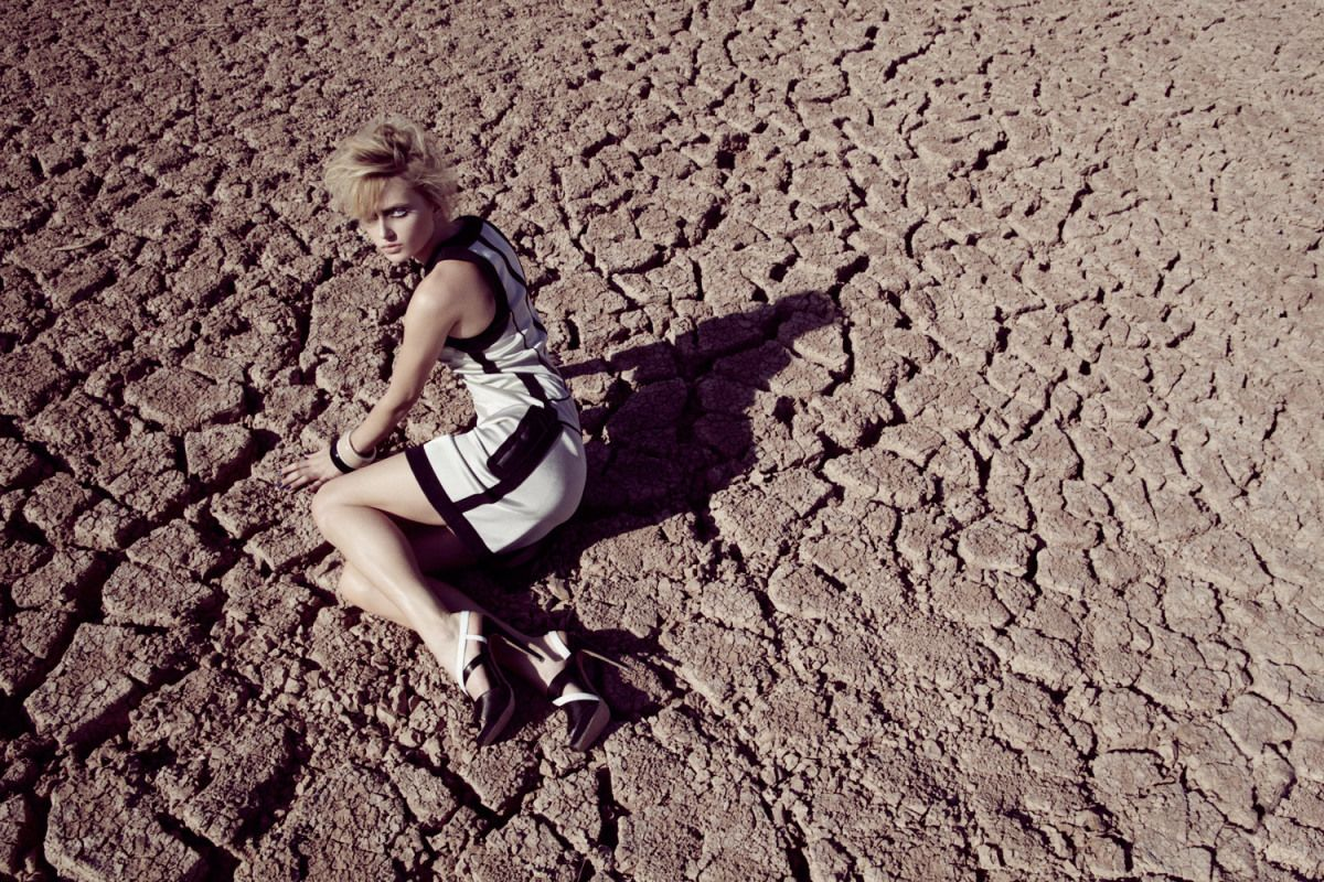 Madame Germany Magazine Model Bella Barber Desert Dry Lake bed Fashion Editorials | NEW YORK FASHION BEAUTY PHOTOGRAPHER- EDITORIAL COMMERCIAL ADVERTISING PHOTOGRAPHY