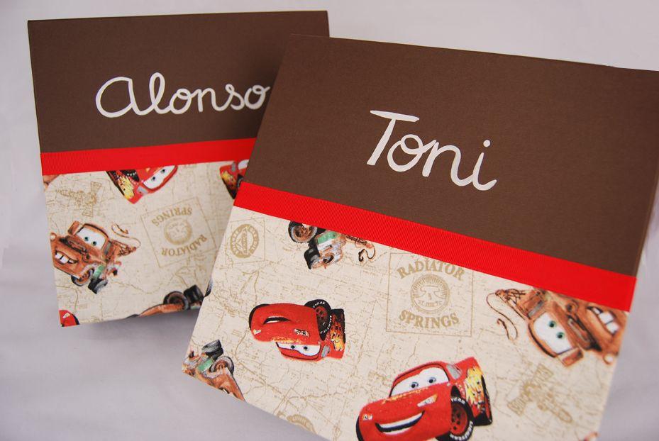 Rayito McQueen y su amigo Mate en las cajas de Alonso y Toni