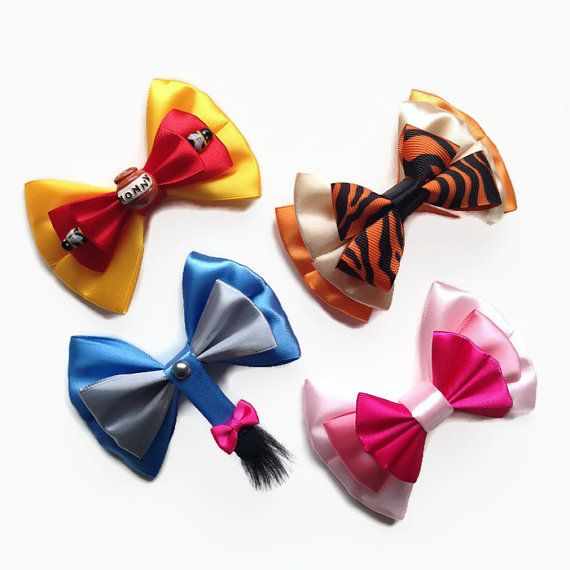 D5-039 Tigger from Winnie the Pooh Satin Hair Bow with Alligator Barrette Clip