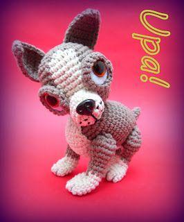 Perro Posable Estilo Chihuahua Amigurumi ~ Patrón Gratis en Español aquí: http://upamigurrumin.blogspot.com.ar/2013/07/perrito-posable-estilo-chihuahua.html