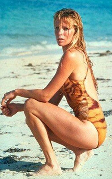 Als Fotomodell startete Kim Basinger Anfang der 70er-Jahre in New York durch. Durch die TV-Serie Drei Engel für Charlie und 1983 als Bond Girl gelang ihr danach der Durchbruch als Schauspielerin.