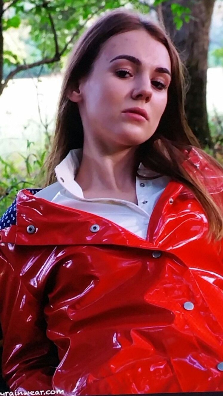 Pin von Krissystylos auf Vynil-PVC womens hooded rain jackets in 2019  40c238324