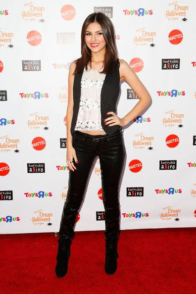 Victoria Justice Skinny Pants | Victoria justice Victoria justice outfits and Celebrity