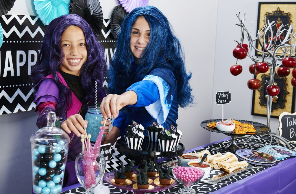 Descendants Party Descendants, Disney descendants and Family halloween - pop culture halloween costume ideas