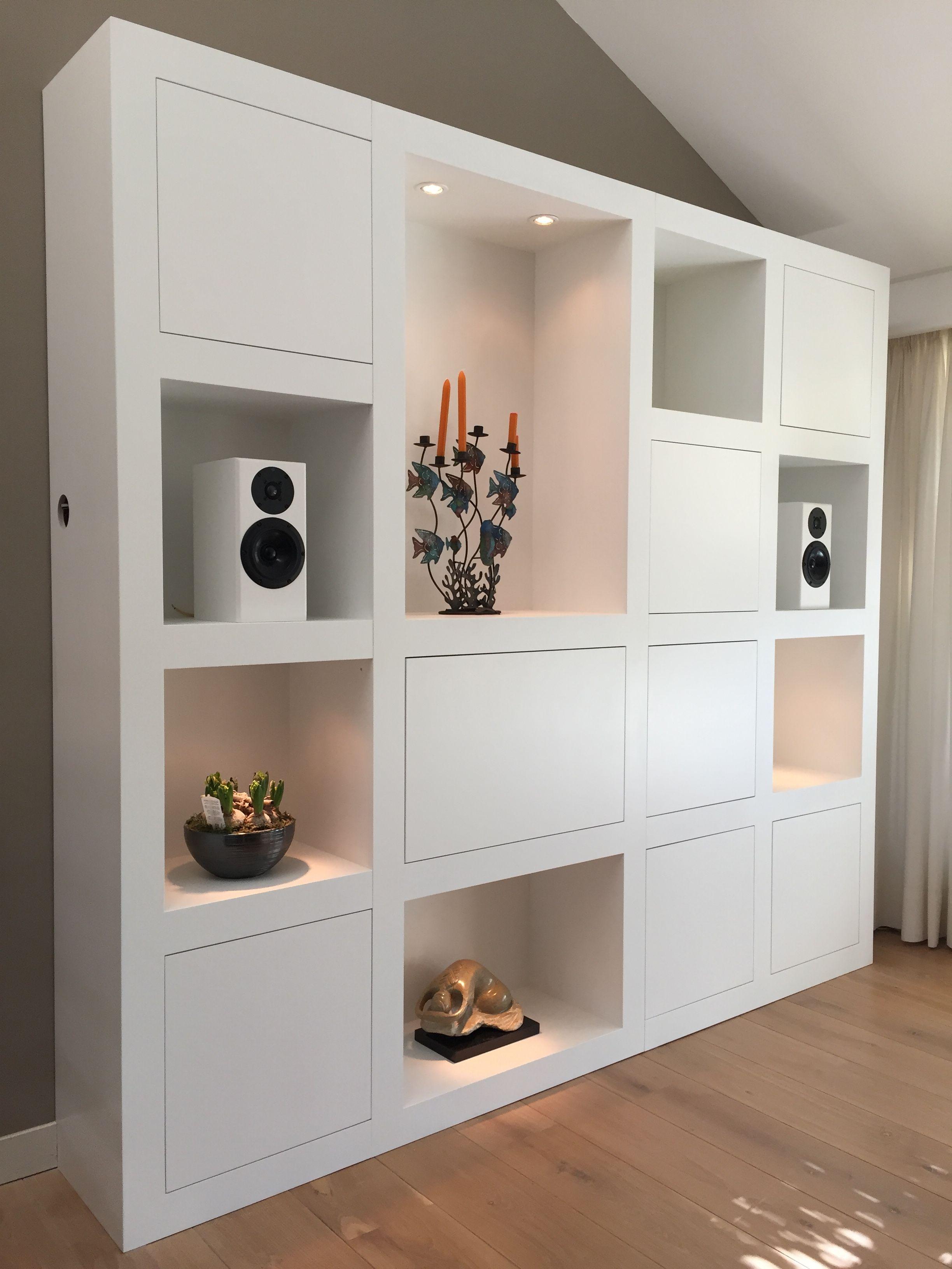 Mooie luxe Wand kast op maat met vakken en opbergruimte