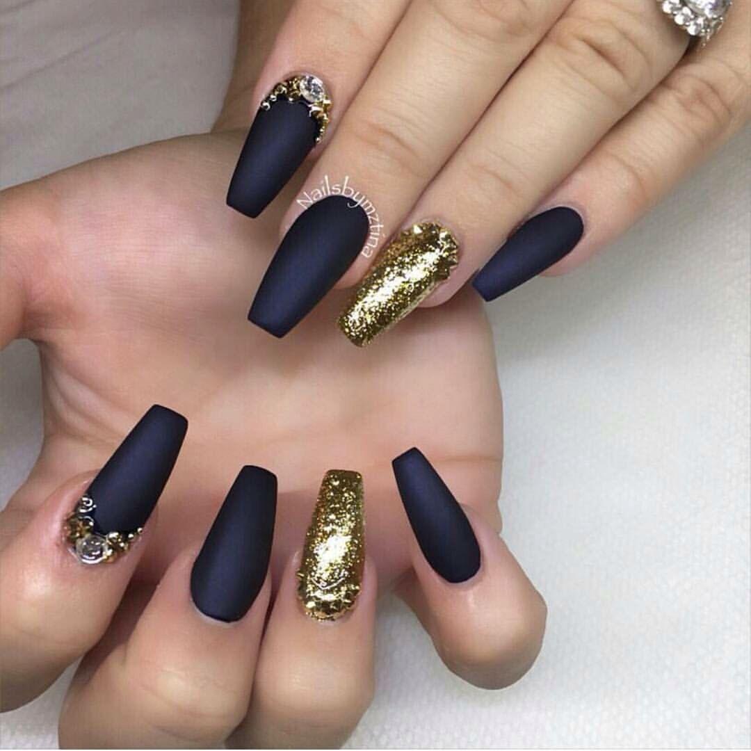 black matte and gold nails Pinterest: @abrildeguzman ♡ | Дизайн ...