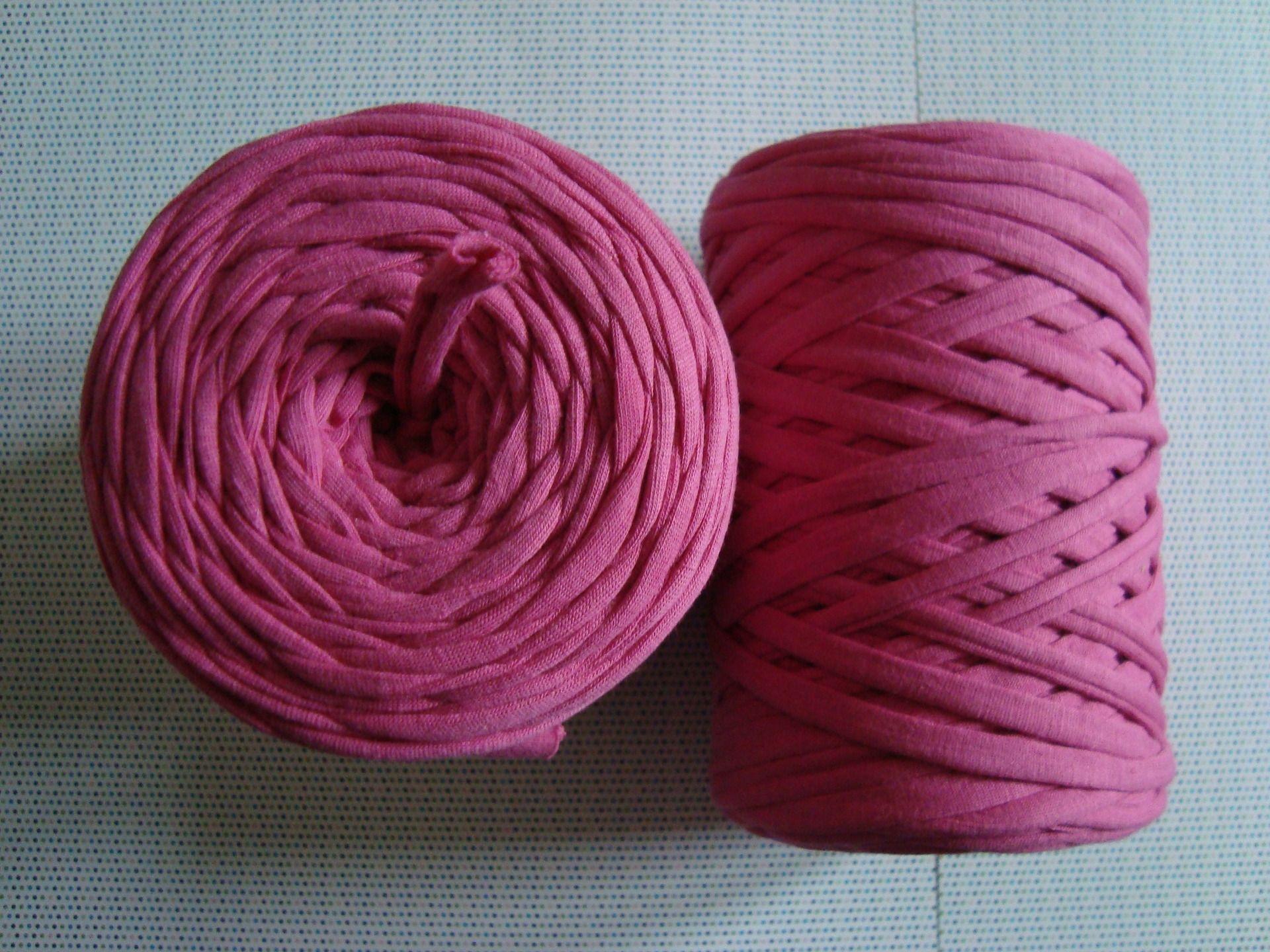 1 Pelote Bobine De Fil Ruban Jersey Hooked Zpagetti A Tricoter Ou Crocheter Elastique Resistant Et Durable Issu Du Recyclage De T Throw Pillows Pillows Rock