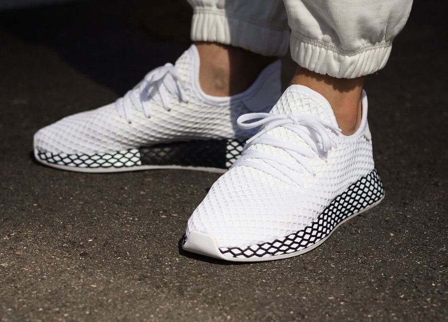 Adidas Deerupt Runner Footwear White & Core Black une paire ...