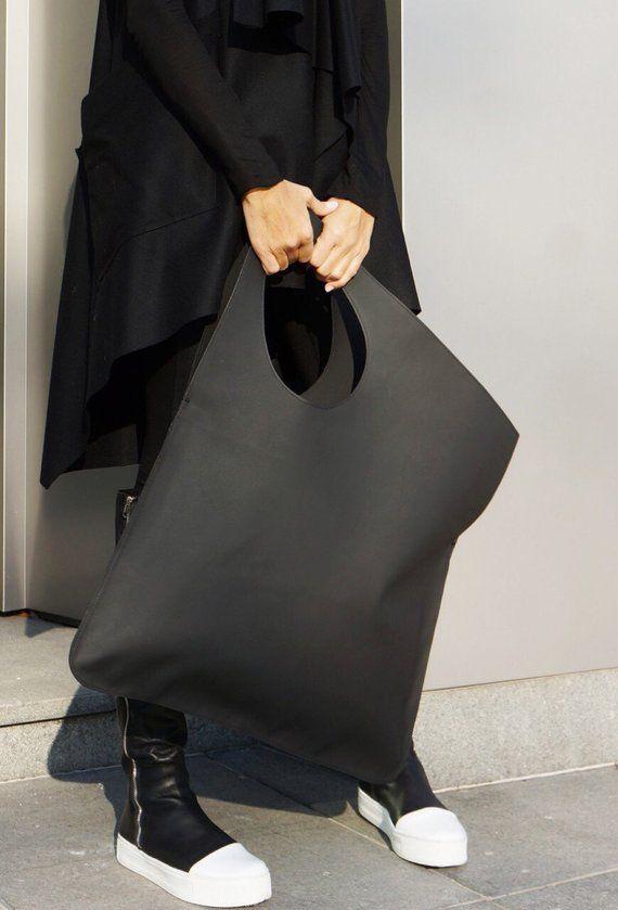 NUEVO Bolso negro mate de cuero genuino / Bolso grande asimétrico de alta calidad de AAKASHA A14552  – Bolsa